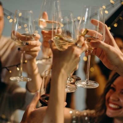 Top 5 Ways To Enjoy Your Champagne With Your Friends